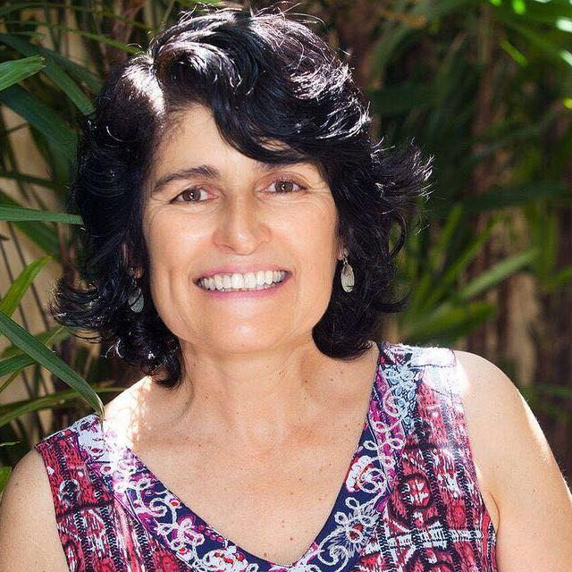 <b>Maria S. R. Oliveira</b>